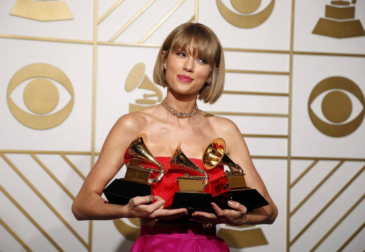 AUDIO: Taylor Swift v novém singlu pohřbila své staré já a vyřizuje si účty. Desku Reputation vydá v listopadu