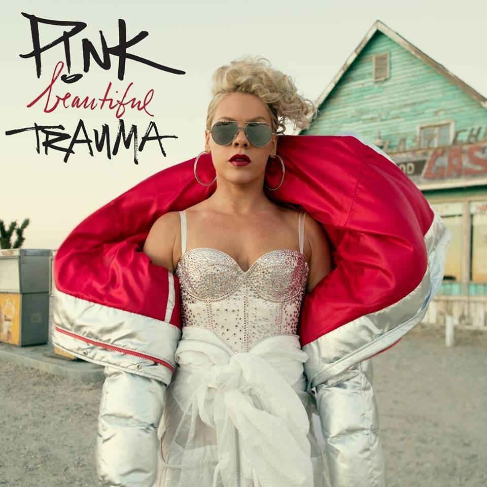 AUDIO: Pink potřetí láká na novou desku. A povedeně