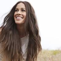 AUDIO: Alanis Morissette se vypořádává s depresí po porodu a slibuje nové album