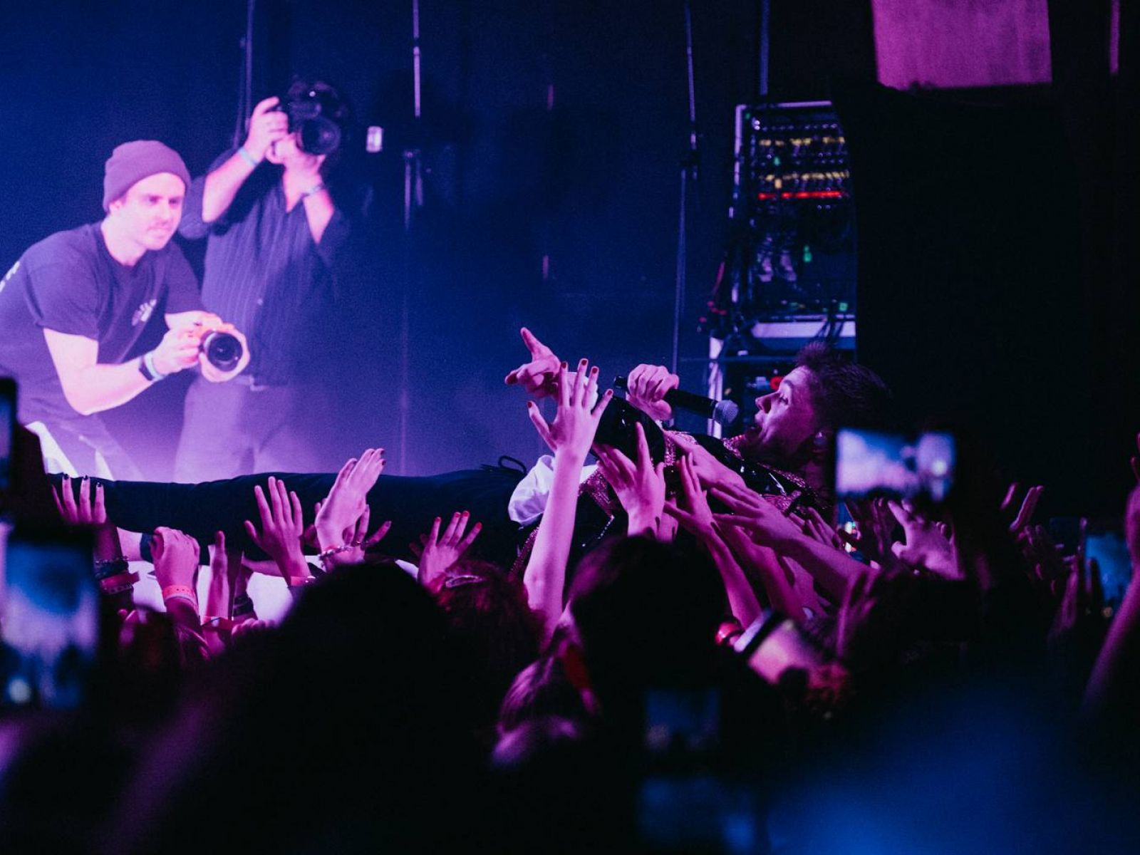 TOP 5 videoklipů týdne: Drake zapojil Willa Smitha, Pavel Helan natáčel na Havaně a Pink zpívá o tajemstvích