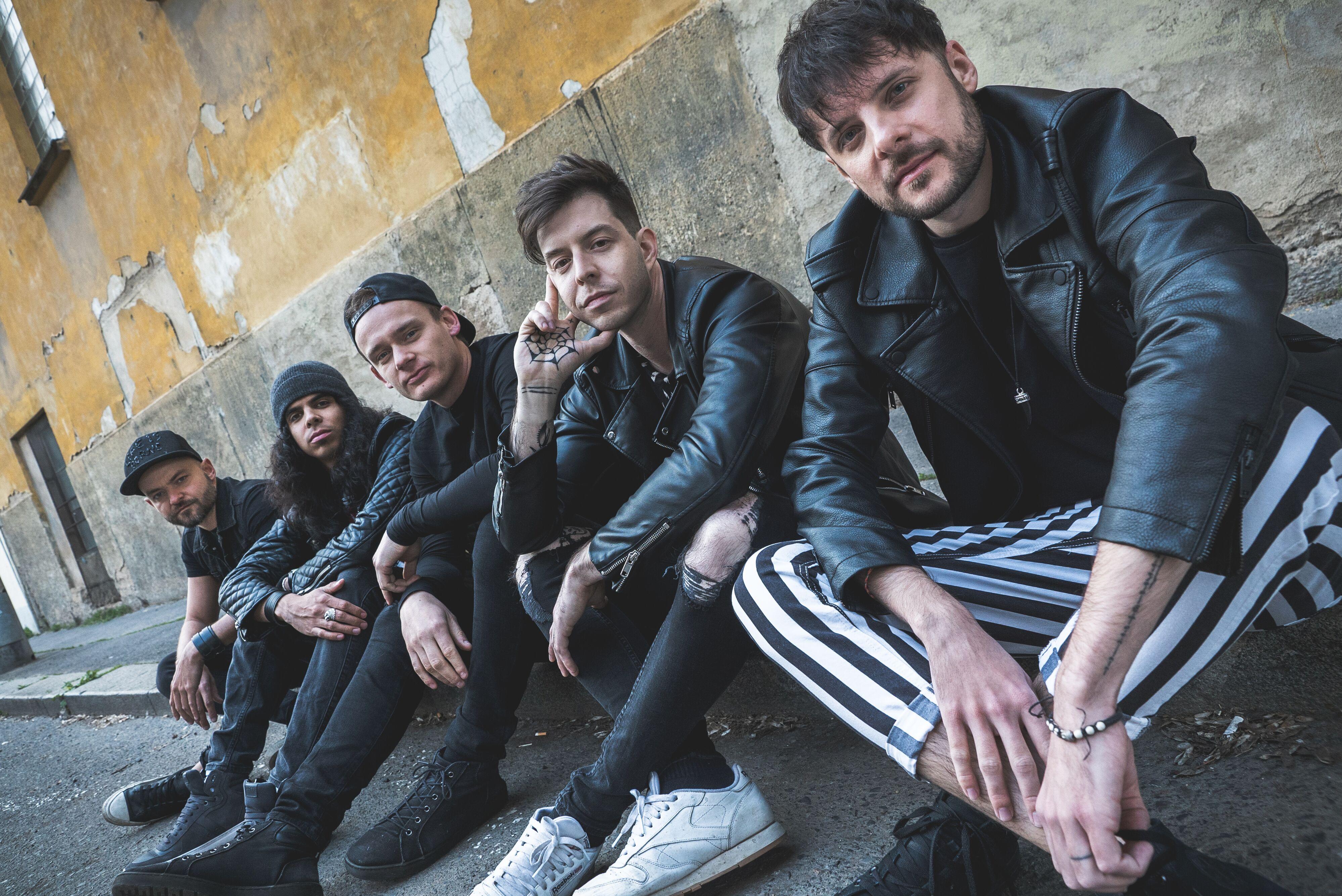 TOP 9 českých hudebních průserů za rok 2017: Vyhození Hentai Corporation z festivalu, machinace výsledků ve Slavíkovi, reorganizace Chinaski