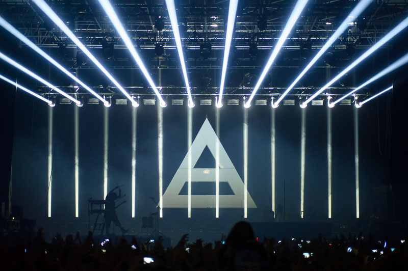 LIVE: Bibličtí 30 Seconds to Mars vyzývali do boje, ale bez bubnů
