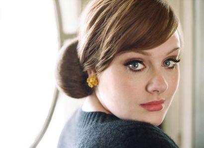Adele nadále kraluje Anglii, vyrovnala dvacet let starý rekord Madonny