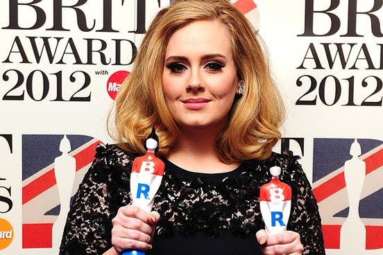 Na Brit Awards opět kralovala Adele a s ní Ed Sheeran