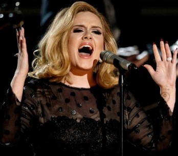 Adele stále trhá rekordy, porazila i Pink Floyd