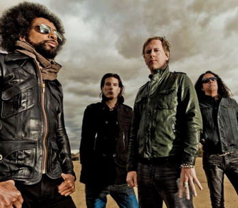 RECENZE: Dinosauři obživli. Díky ďáblu a Alice in Chains