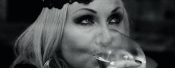 Bára Basiková zve do čtvrti vyvrhelů. Album Belleville vyjde v září