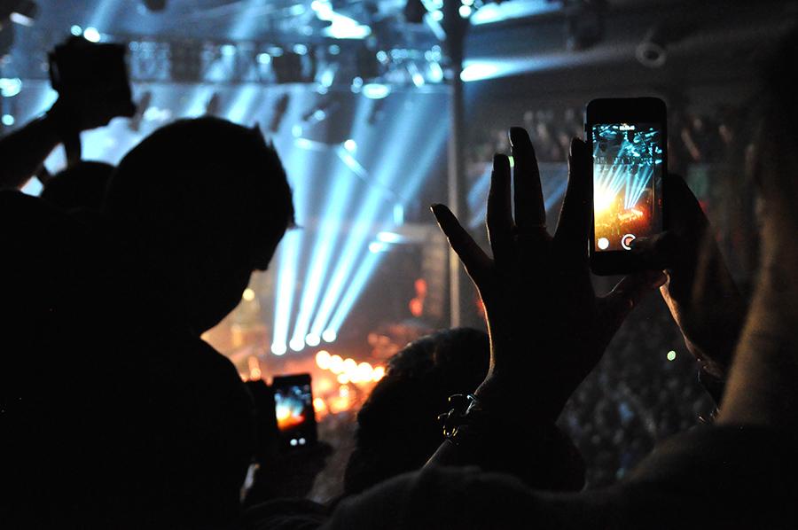 LIVE: Z koncertu Bastille rovnou na kontrolu na ušní