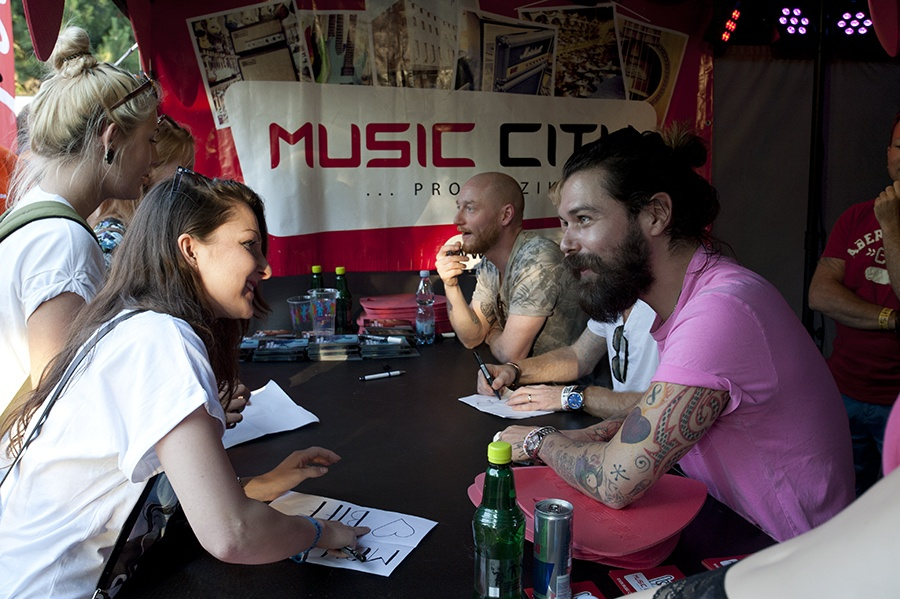 Biffy Clyro interview: Řvát na pódiu nás stále baví