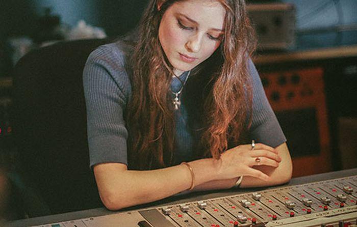 AUDIO: Talentovaná Birdy chystá nové album. První singl je křehký duet