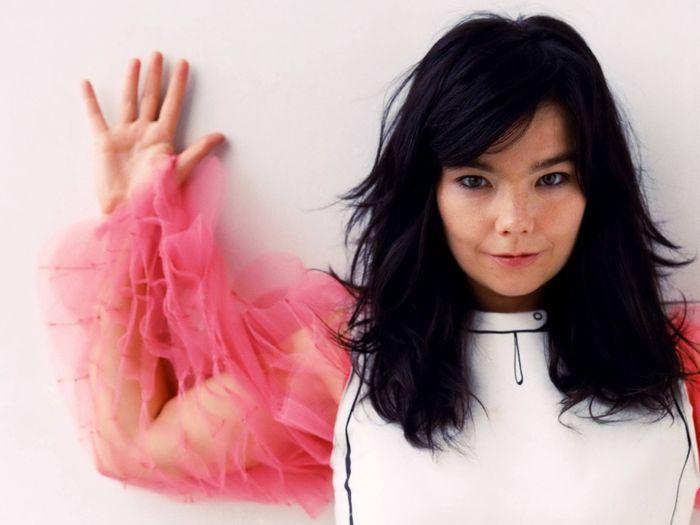 """Poslechněte si Crystalline, první singl z """"jablkové desky"""" Björk"""