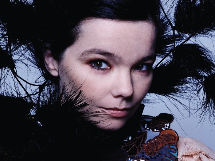 Björk kousla do jablka a nahrála album Biophilia