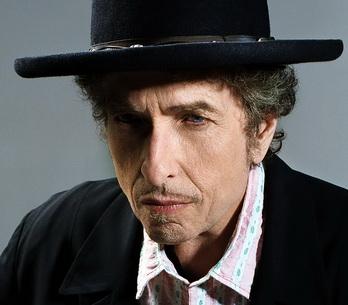 LIVE: Bob Dylan by neměl hrát na stadionech, nesluší mu to tam
