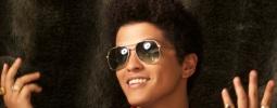 VIDEO: Bruno Mars se rozešel s přítelkyní. Léčí se u piana a whiskey