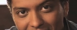 Bruno Mars bojuje v hitparádách již s třetím singlem