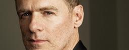 Mušketýr, svůdník i floutek: Bryan Adams a jeho 8 odlišných rolí