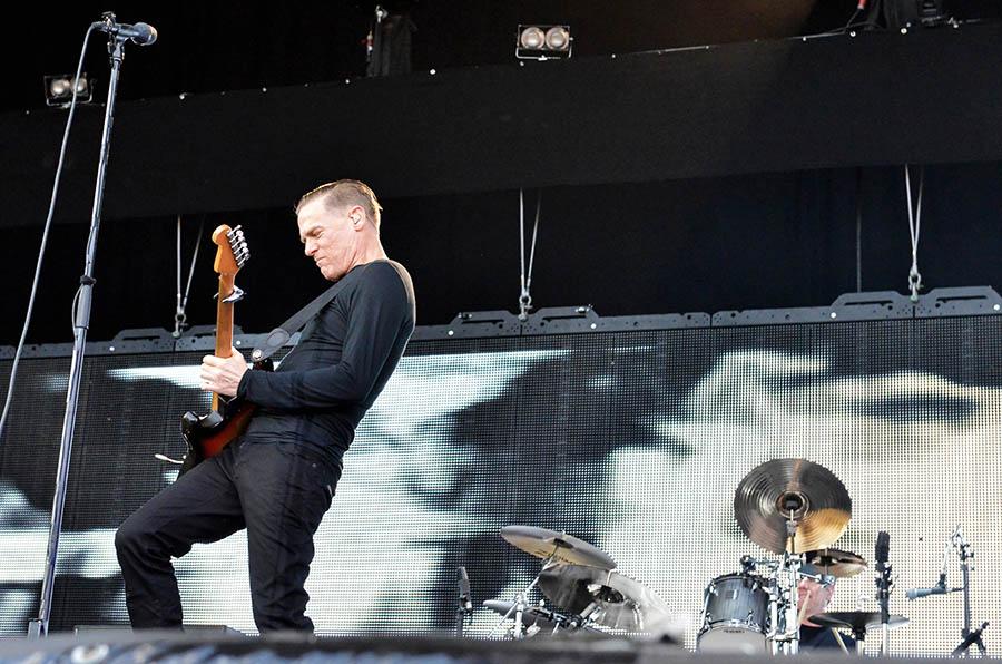 LIVE: Bryan Adams v Brně vzpomínal i dojímal