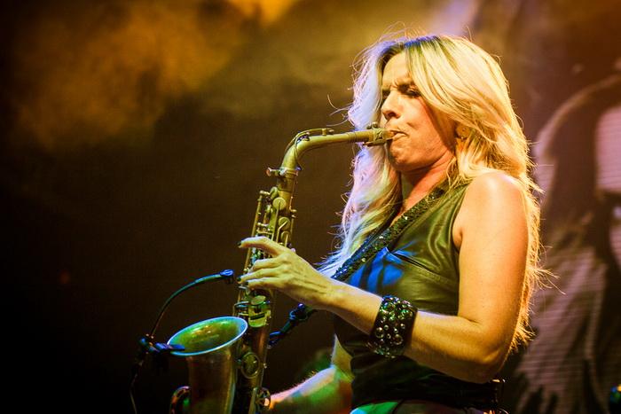 LIVE: Sexy blondýna Candy Dulfer vyšla popovému publiku naproti
