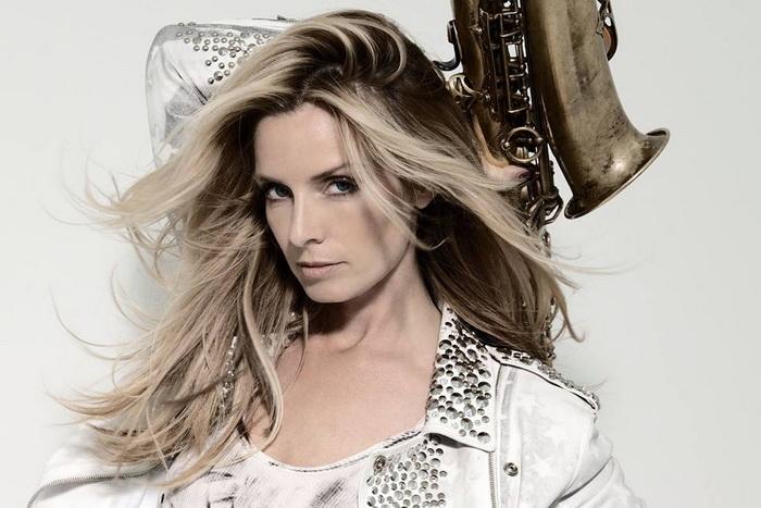 Funky saxy lady Candy Dulfer se po šesti letech vrací do Lucerna Music Baru