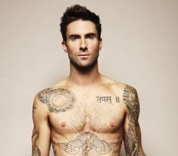 Adam Levine z Maroon 5 se kvůli rakovině prostaty svlékl do naha