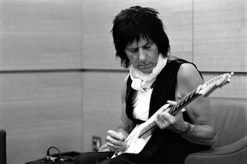 Jeff Beck poprvé zavítá do Prahy a hned o tři čerstvé gramofonky Grammy těžší