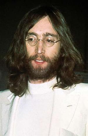 John Lennon, Madonna, Lady Gaga, Eminem, U2 a Foo Fighters pomohou Japonsku