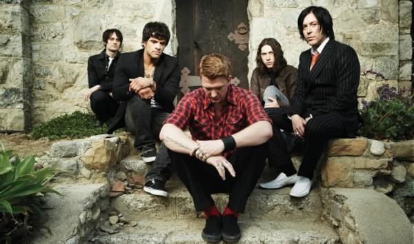 Queens Of The Stone Age zrušili část turné, v Praze nevystoupí