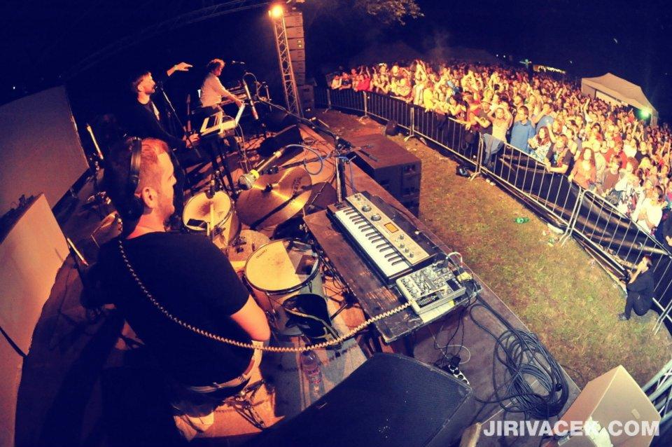 Cartonnage, Dr. Kary a 30 DJs vystoupí ve Svitavách na festivalu Rosnička