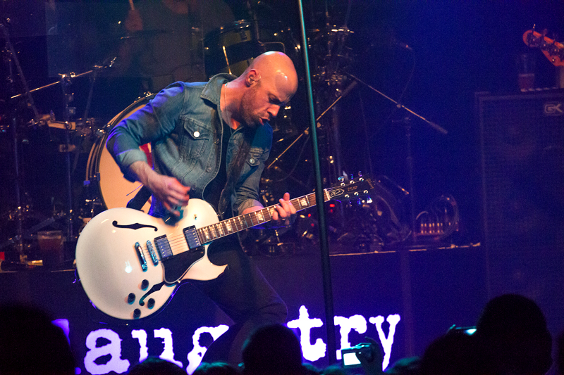 LIVE: Daughtry si podmanili Roxy salvou hitů i uvolněnou atmosférou