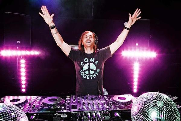 Francouzský DJ David Guetta se vrací do Čech, zahraje v Brně