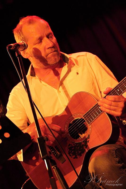 LIVE: David Koller unplugged aneb poznej písničku po osmi taktech
