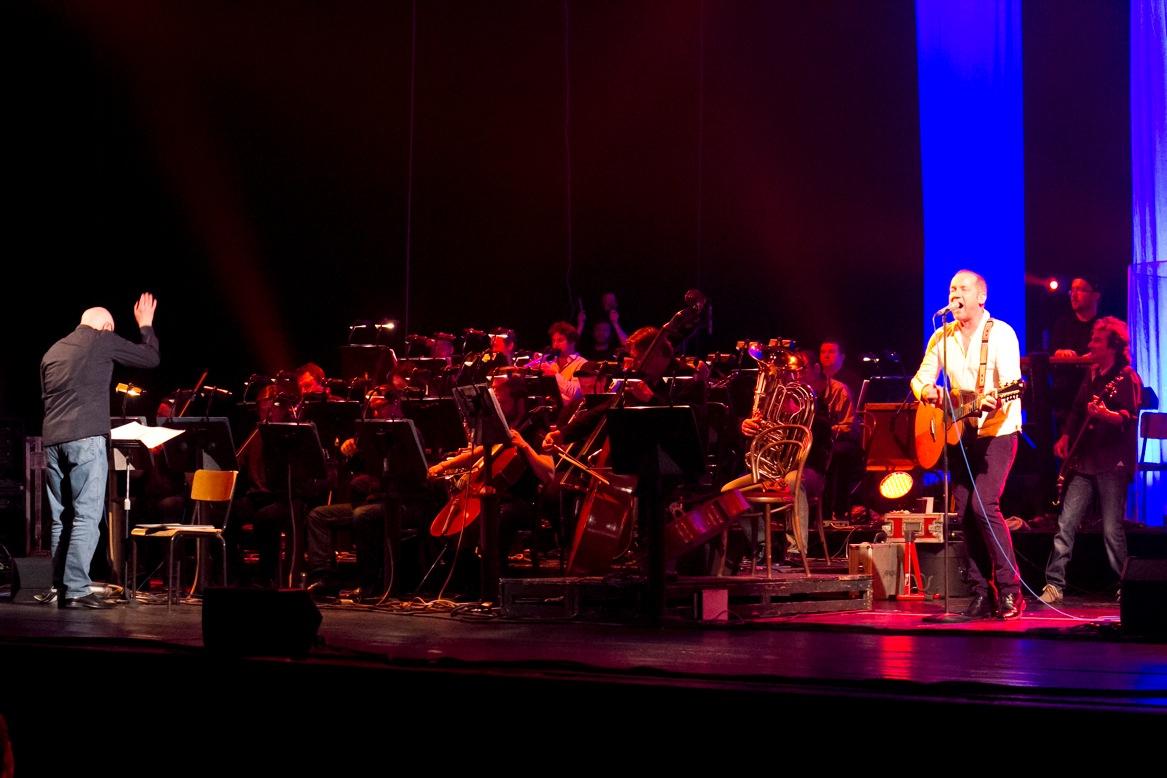 LIVE: David Koller bojoval s Agon Orchestra v kulisách Státní opery