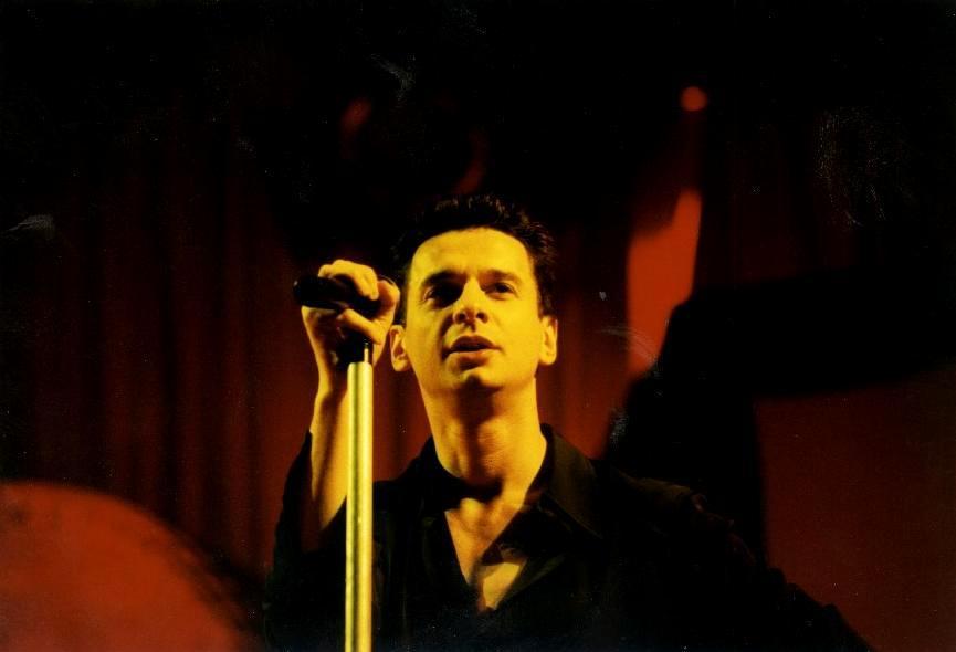 RETRO: Depeche Mode v Praze v roce 1998 - Dave Gahan sklízel bouřlivé ovace za každý pohyb zadku