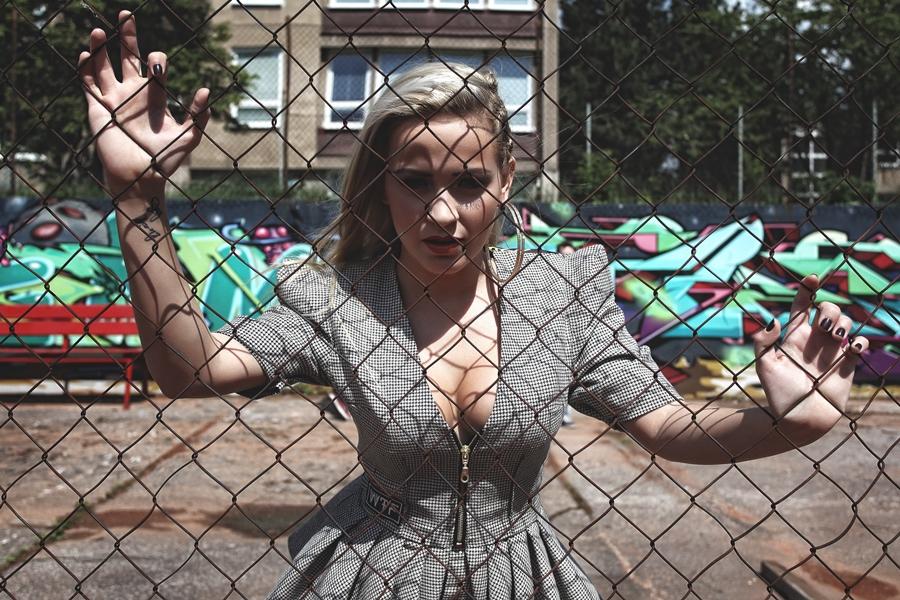 VIDEO: Dominika Mirgová v nové skladbě rapuje