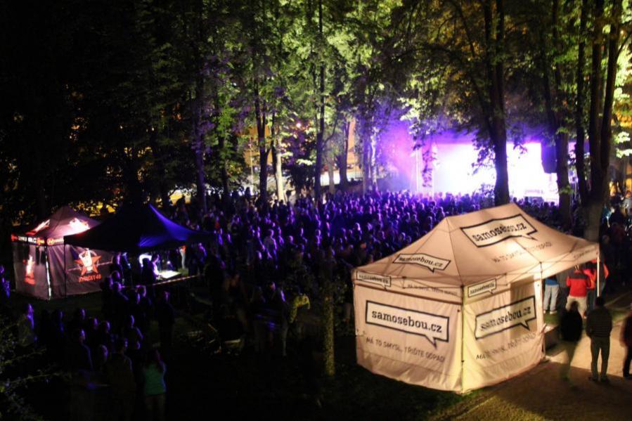 Šest českých měst propagovalo třídění odpadu hudbou za pomoci Ekompilace