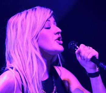 LIVE: Ellie Goulding a její malá noční hudba v SaSaZu