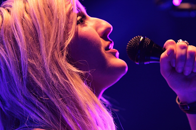 VIDEO: Z Ellie Goulding se v On My Mind stala mstitelka