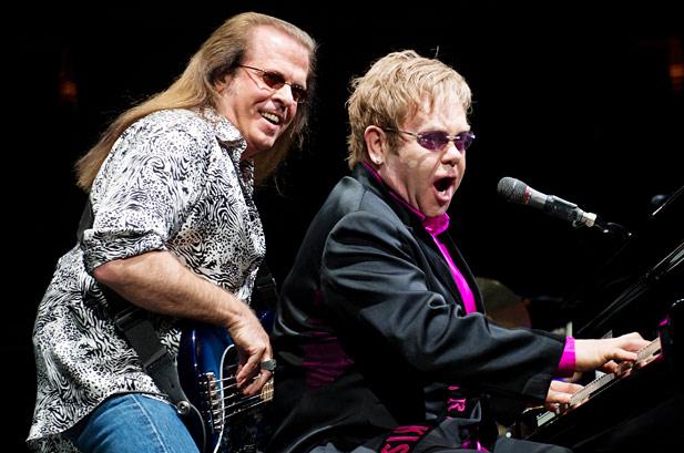 Basák Eltona Johna Bob Birch zemřel, spáchal sebevraždu