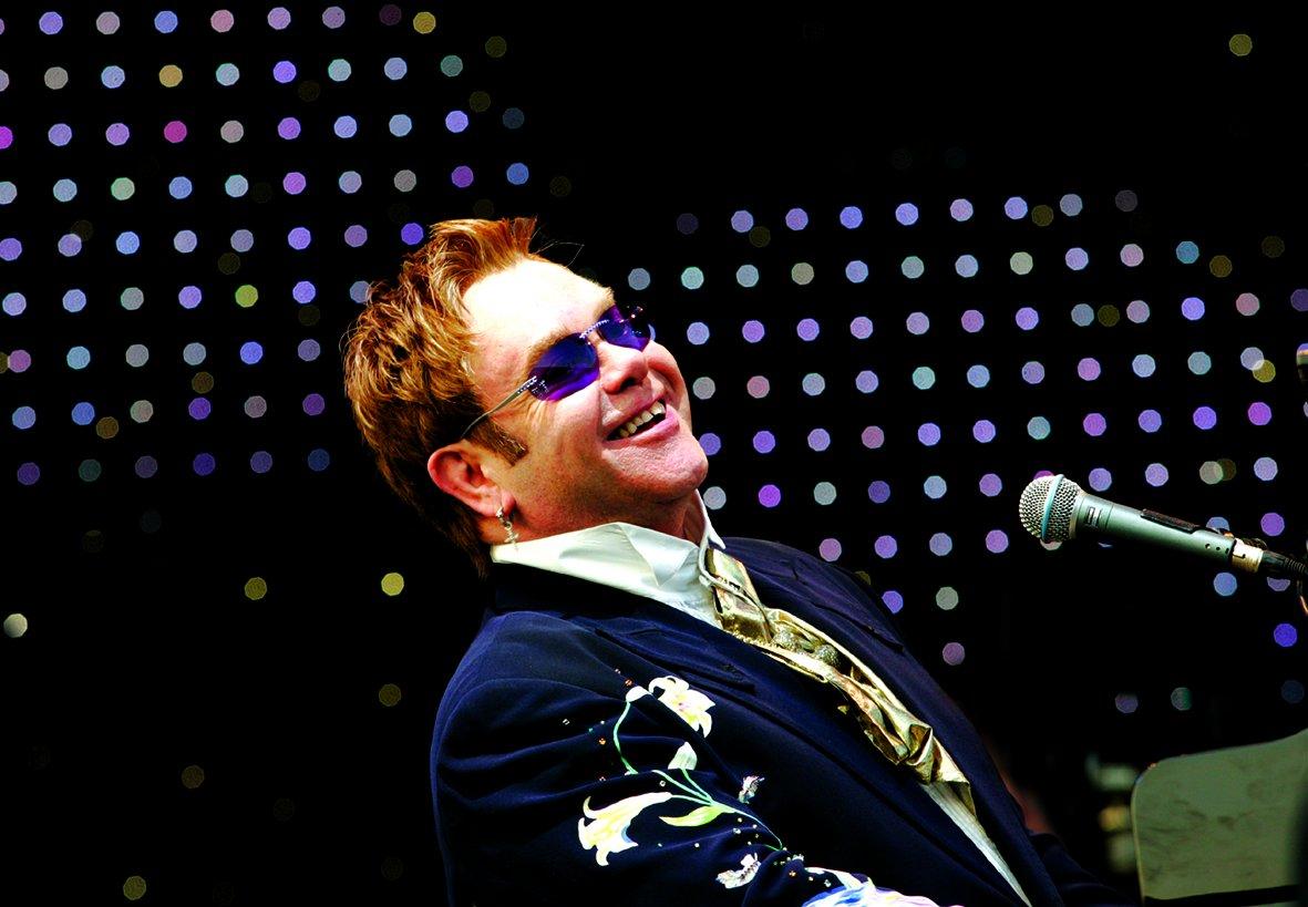 Show Eltona Johna v Las Vegas mohou zažít i Češi. V kině