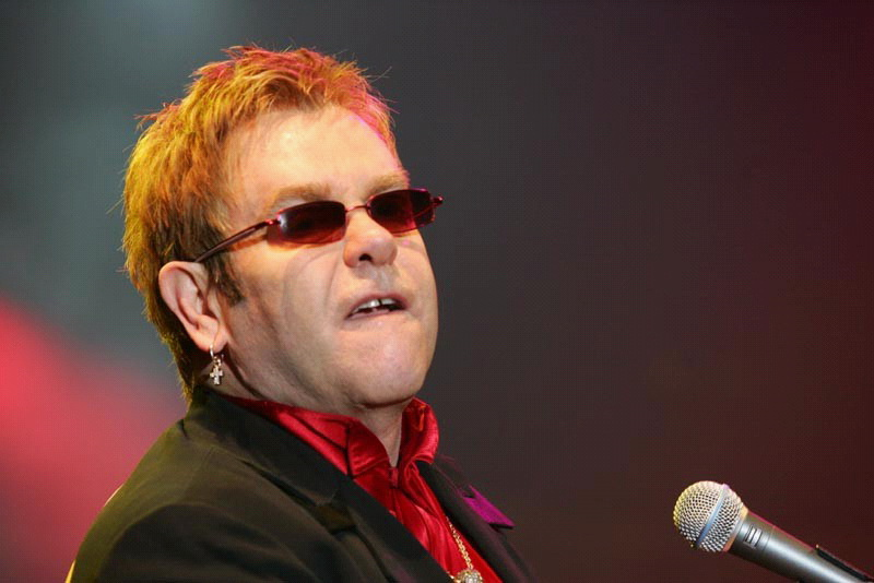 Elton John znovu v Praze. Přijede před Vánocemi