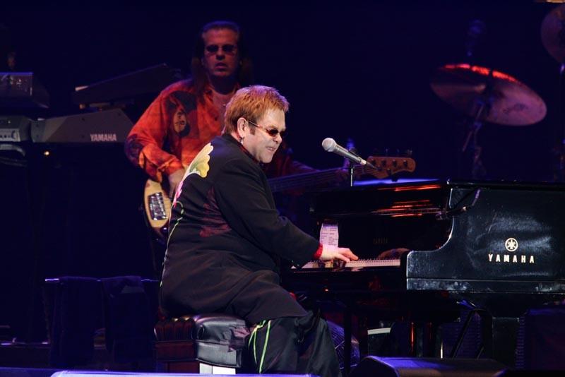 Elton John bojuje za práva homosexuálů v Rusku, volal mu Vladimir Putin