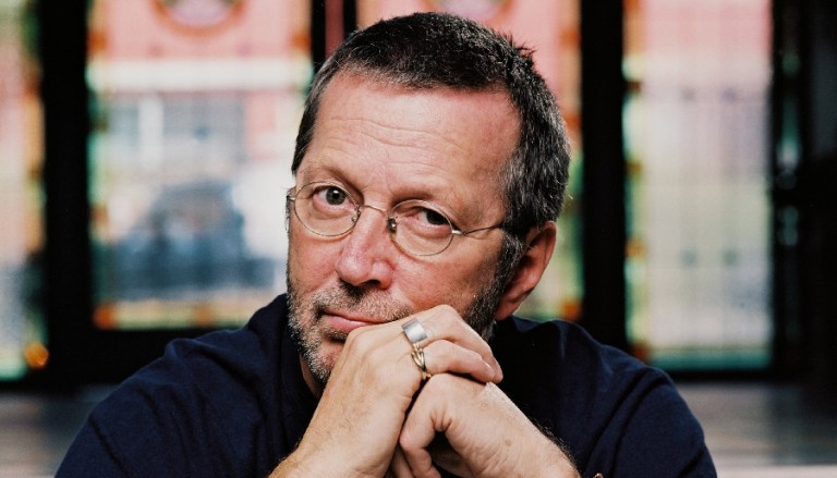 Eric Clapton vydá album coververzí. Podílí se i Paul McCartney