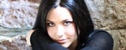 Evanescence: Amy Lee skočí v novém klipu z mostu