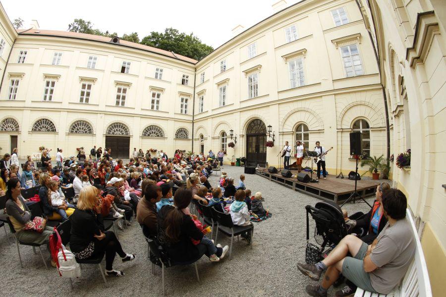 LIVE: Boskovice 2013 - Multikulturní dáma vyznání židovského