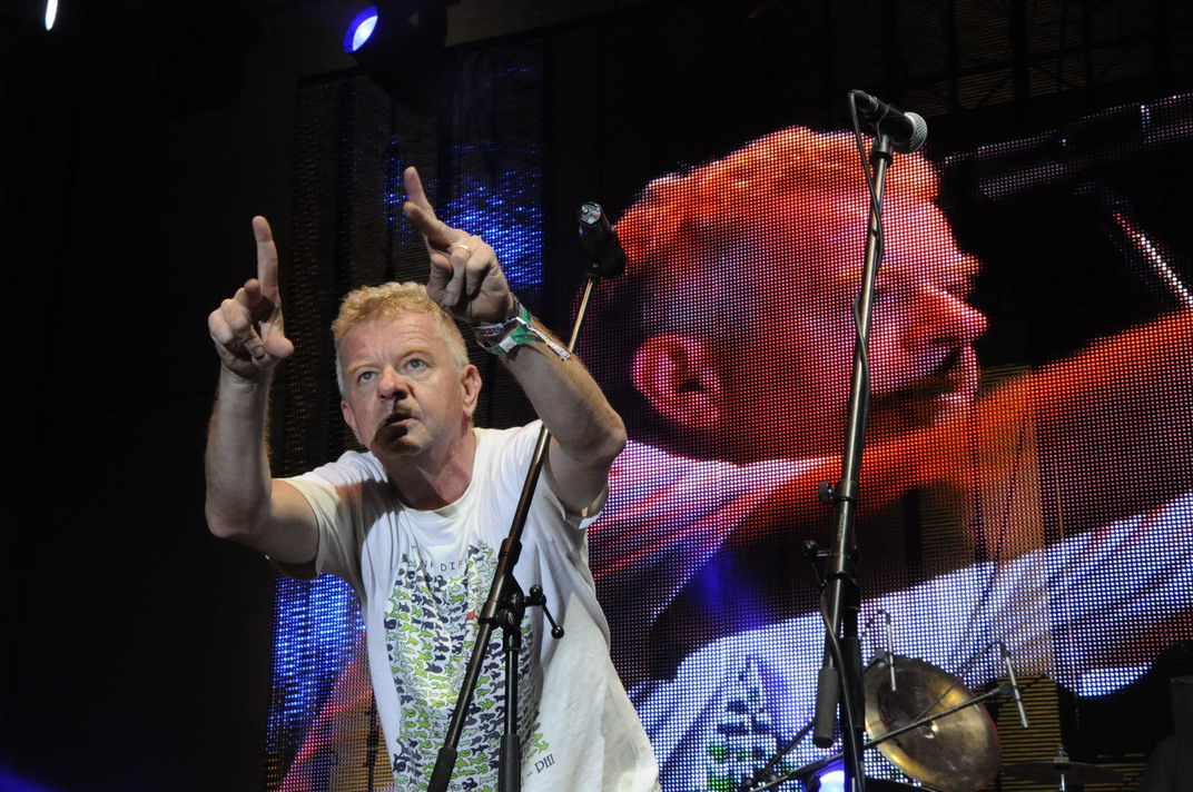 LIVE: V závěru Trutnova ožil duch slavných Ramones