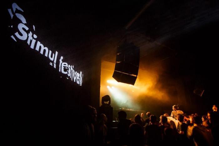 LIVE: Simian Mobile Disco ani Stimul se nemohou mýlit