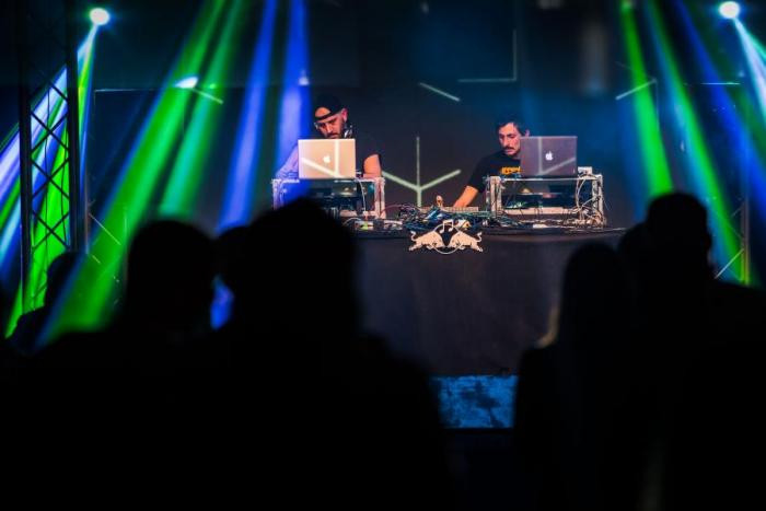 LIVE: Red Bull Music Academy base camp - Thundercat a neuctivá vlaštovka