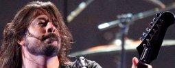 """Foo Fighters uspořádali """"teplý"""" koncert, vysmáli se církvi"""