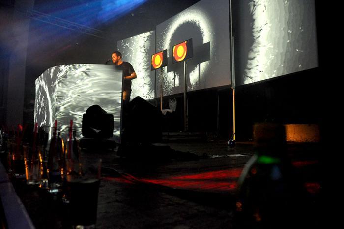LIVE: Fritz Kalkbrenner ustojí vystoupení i s flashkou