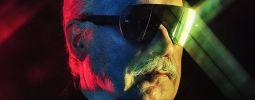 RECENZE: Giorgio Moroder nahnal velká jména pod cirkusové šapitó